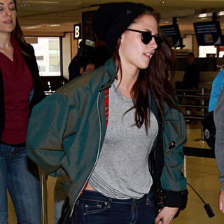 Kristen Stewart Pictures Leaving Sydney