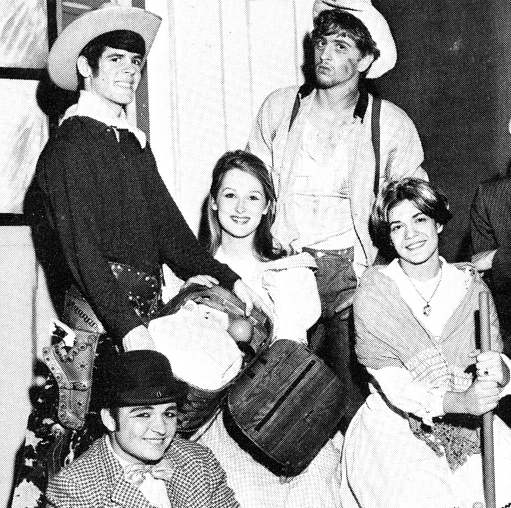 Meryl snapped a pic with her drama buddies. Source: Seth Poppel/Yearbook Library