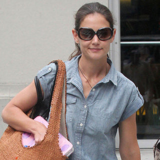 Katie Holmes Pictures Carrying Suri Cruise