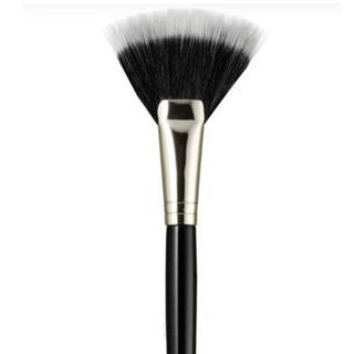 5 Reasons to Be a Fan of the Fan Brush
