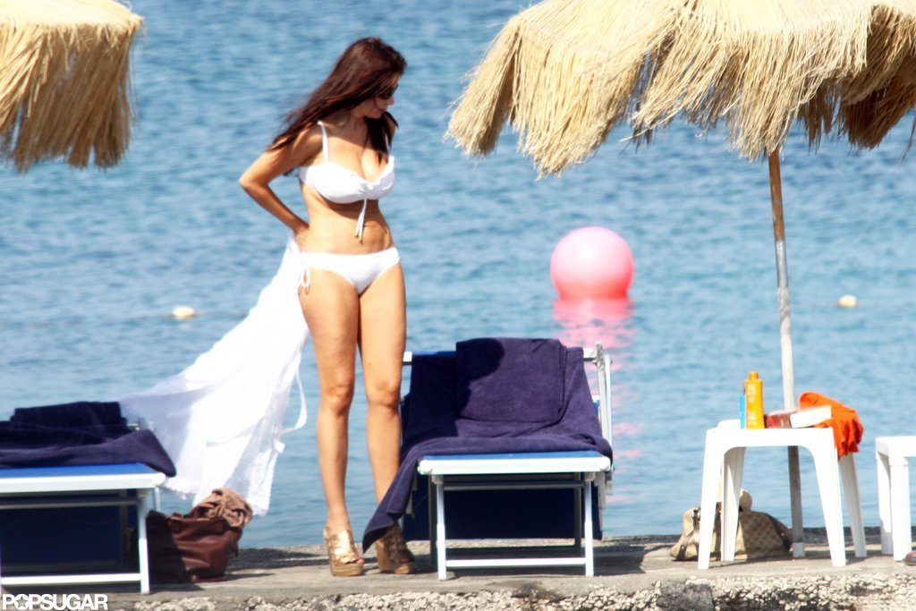 Sofia revealed her hot bikini body on the beach in Italy in July 2010.