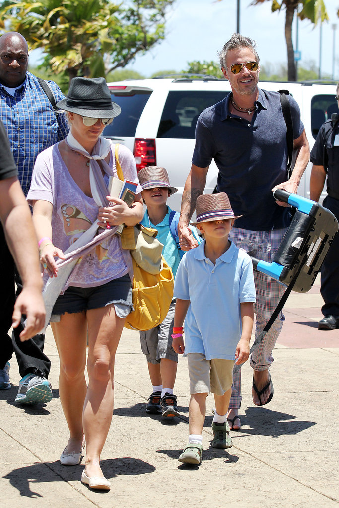 Britney Spears wrapped up her vacation with her boys (in matching fedoras) and her fiancé, Jason Trawick, in Maui.