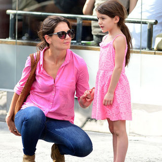 Katie Holmes und Suri Cruise in Pink in New York