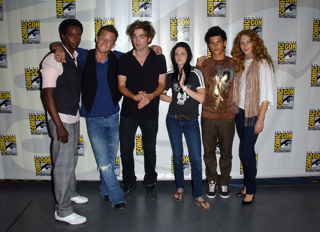 The cast got together for a group photo back in 2008 while promoting Twilight.