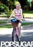 Dakota Fanning's pink bike had a big basket on the front.