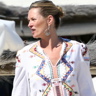 See Kate Moss' Perfect Gypset Style On Holiday in St Tropez: Love That Aztec Cover-Up Kate!