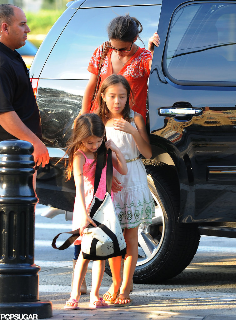 Suri Cruise reached into her bag.