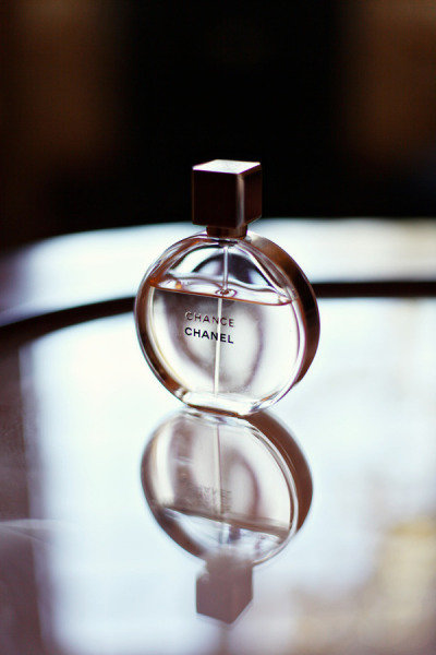 Chanel Perfume Photo by Exhibit Emotions Photography via Style Me Pretty