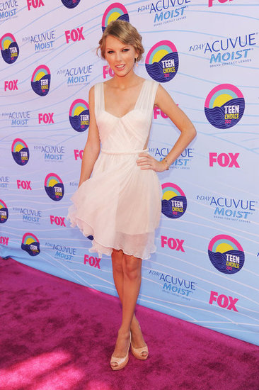 Multiple Nominee Taylor Swift Hits the Teen Choice Awards