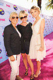 Taylor Swift posed with Ellen DeGeneres and Portia de Rossi at the Teen Choice Awards.