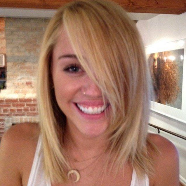 Miley Cyrus Goes Blonder