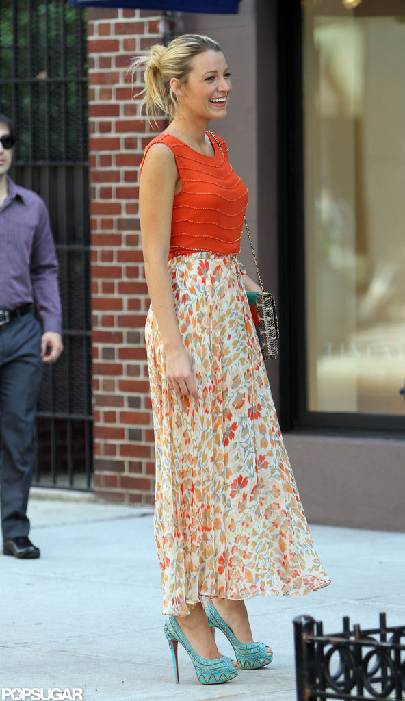 Blake Lively smiled while preparing to shoot a scene in NYC.