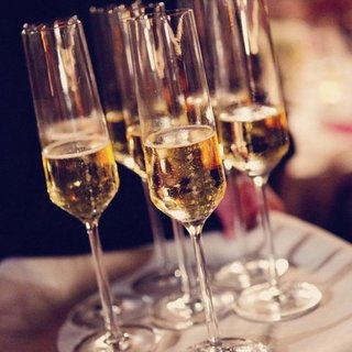 How to Save Money on Wedding Reception Drinks