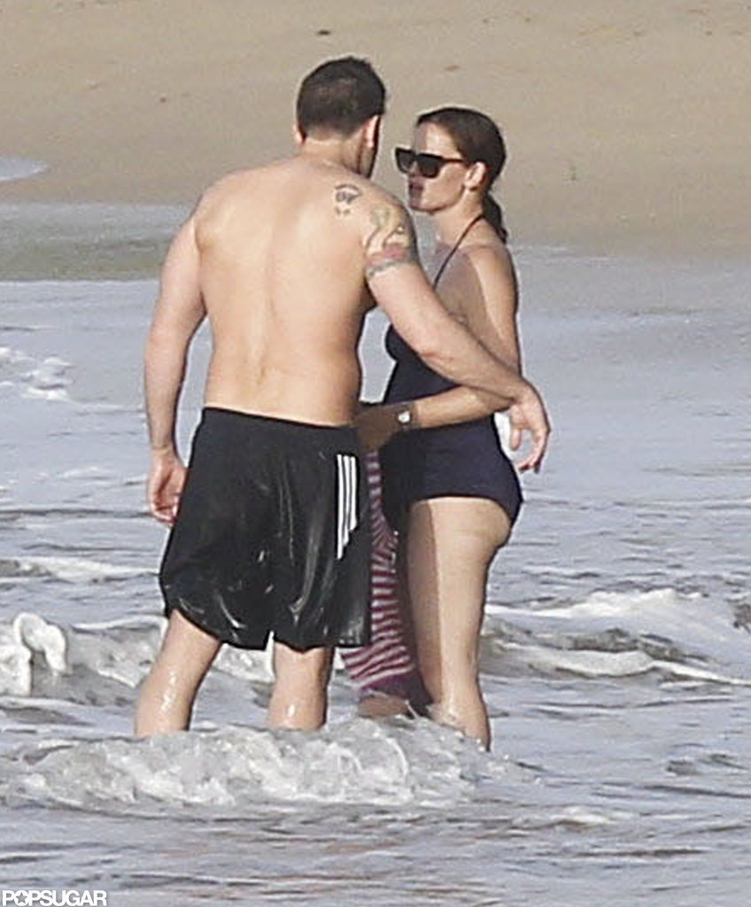 Ben Affleck got close with Jennifer Garner in the water in Puerto Rico.