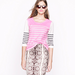 In a shot of pink, the effect of these stripes is ultrafresh, especially when you mix them into your workwear.