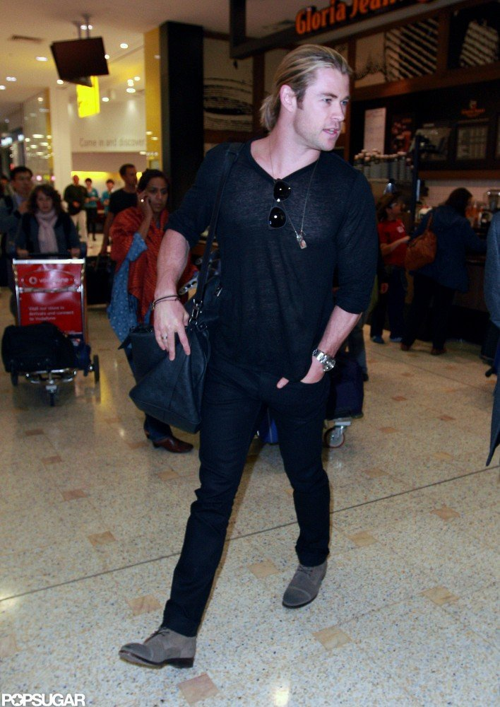 Chris Hemsworth walked through the Sydney airport.