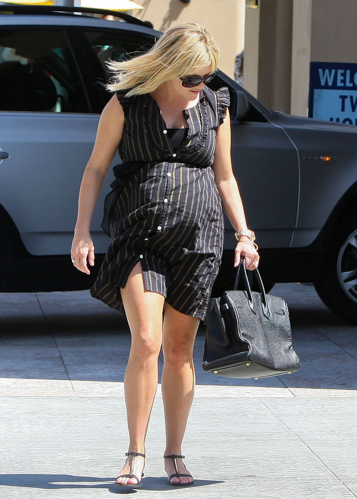 Pregnant Reese Witherspoon went out to lunch.