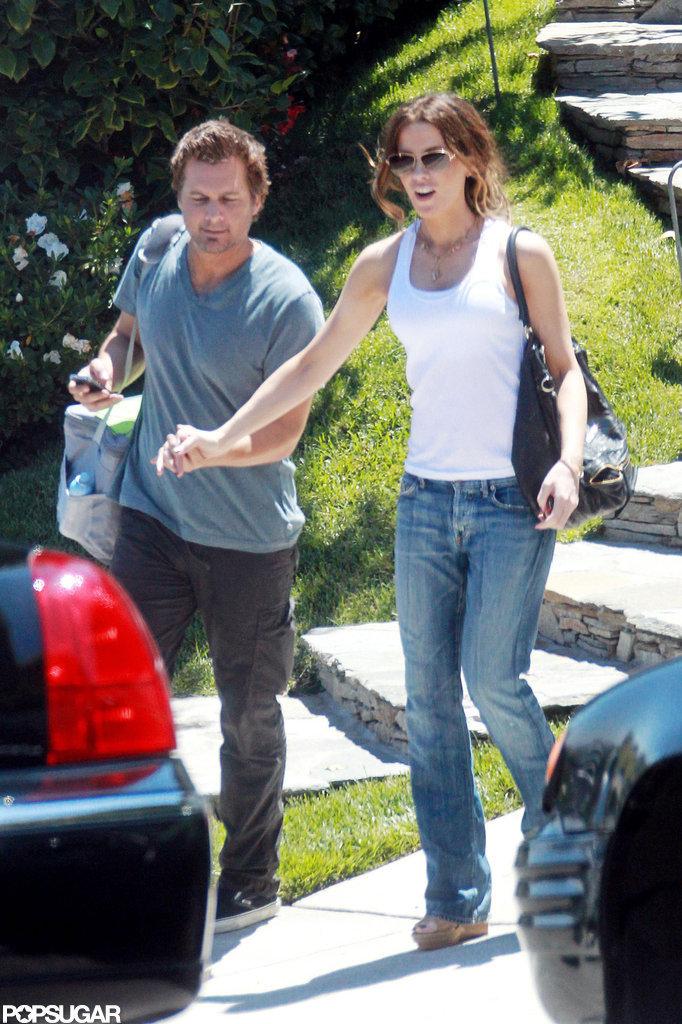 Kate Beckinsale and Len Wiseman held hands.