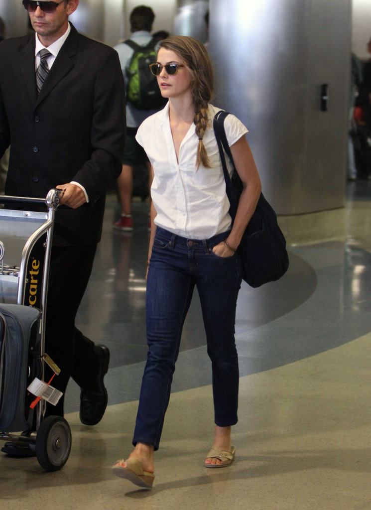 Keri Russell wore cropped denim pants to travel to LA.