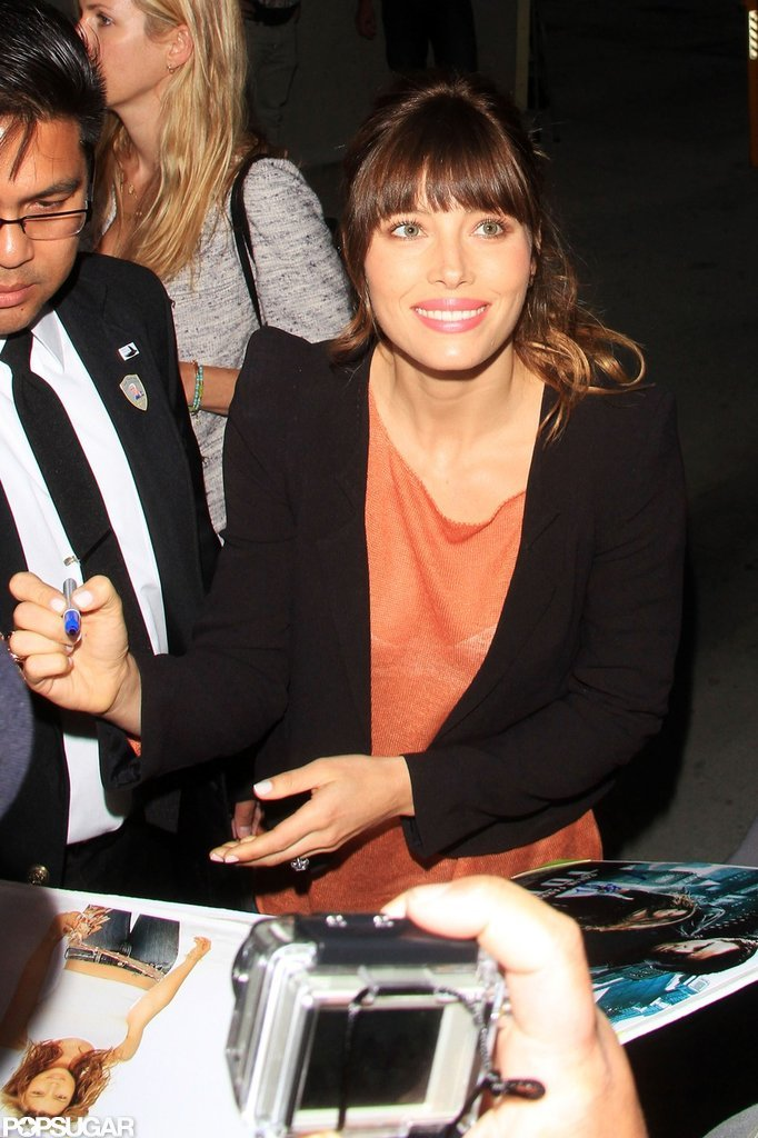 Jessica Biel signed autographs before her appearance on Jay Leno.