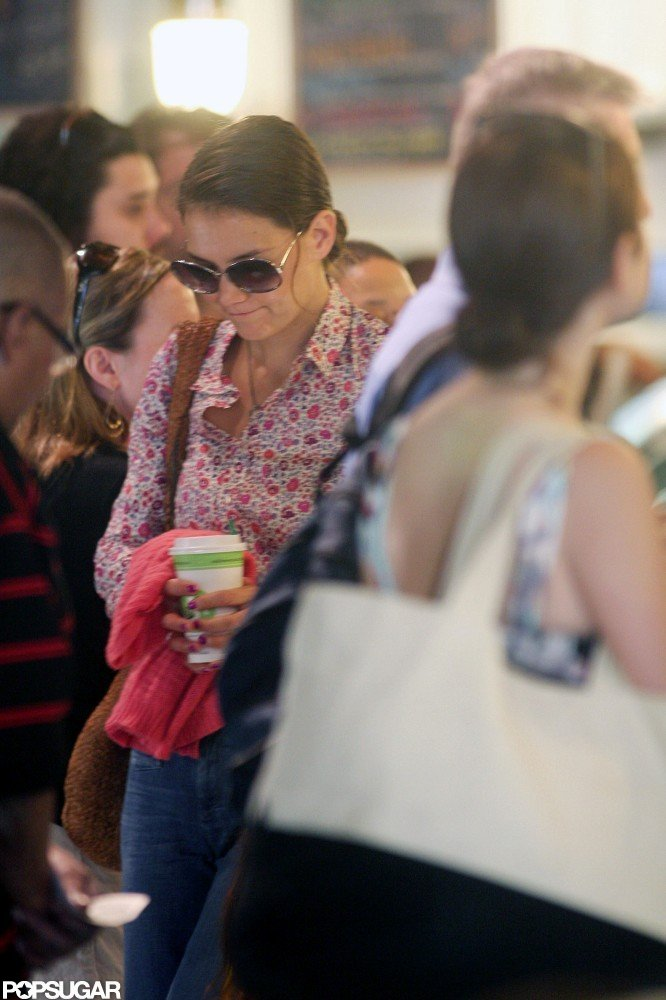 Katie Holmes was in a busy bagel shop.