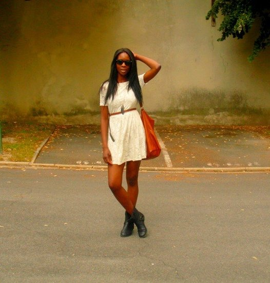 http://stylesbyassitan.blogspot.fr/2012/07/robe-en-dentelle-et-bottes-motardes.html