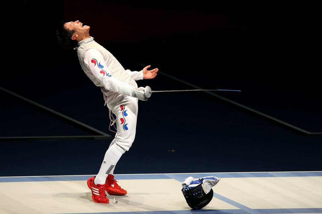 Korean fencer Byungchul Choi of Korea celebrated his bronze medal win.