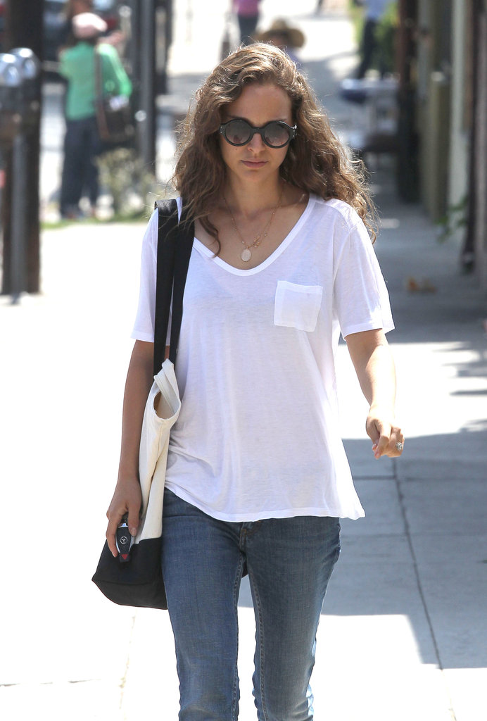 Natalie Portman carried a white-and-blue bag.