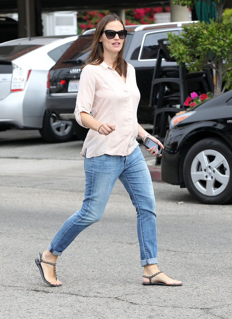 Jennifer Garner returned to her parked car in LA.
