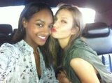 Jourdan and Karlie shared a peck (their signature pose) while en route. Source: Twitter user