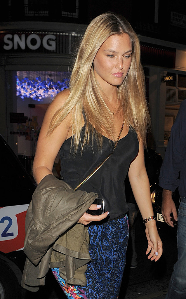 Bar Refaeli carried her leather jacket.