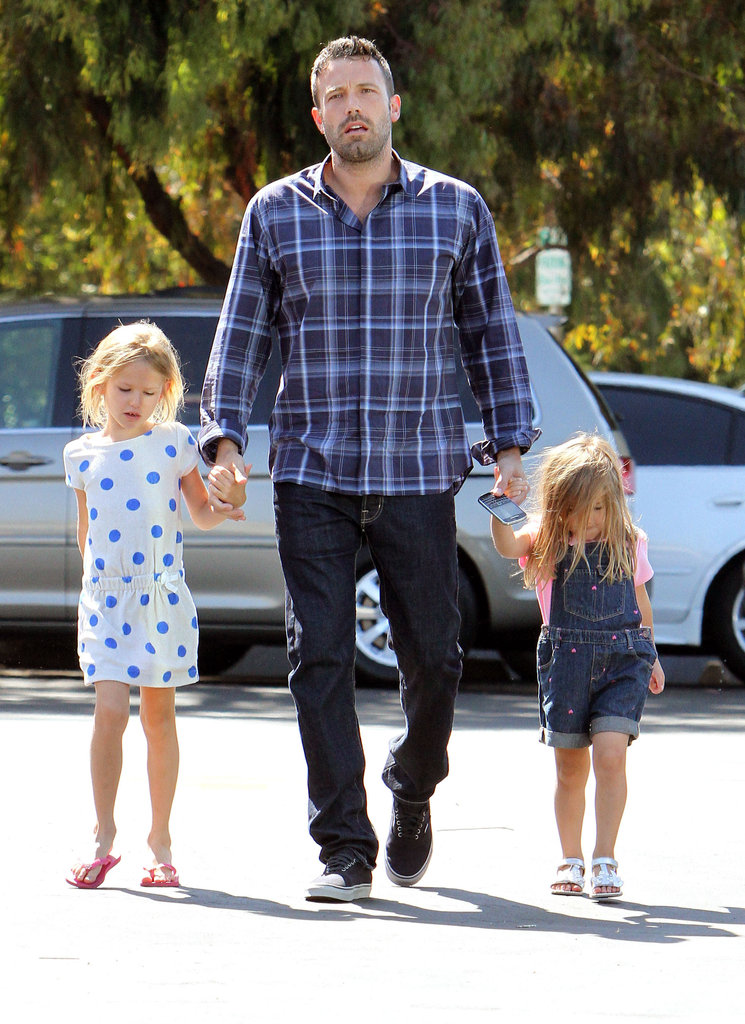 Ben Affleck and his girls, Seraphina and Violet, headed into the farmers market together.