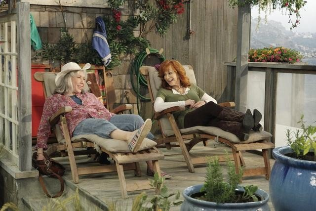 Lily Tomlin and Reba McEntire in Malibu Country.