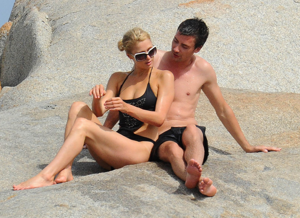 Paris Hilton and her mystery man were deep in conversation.