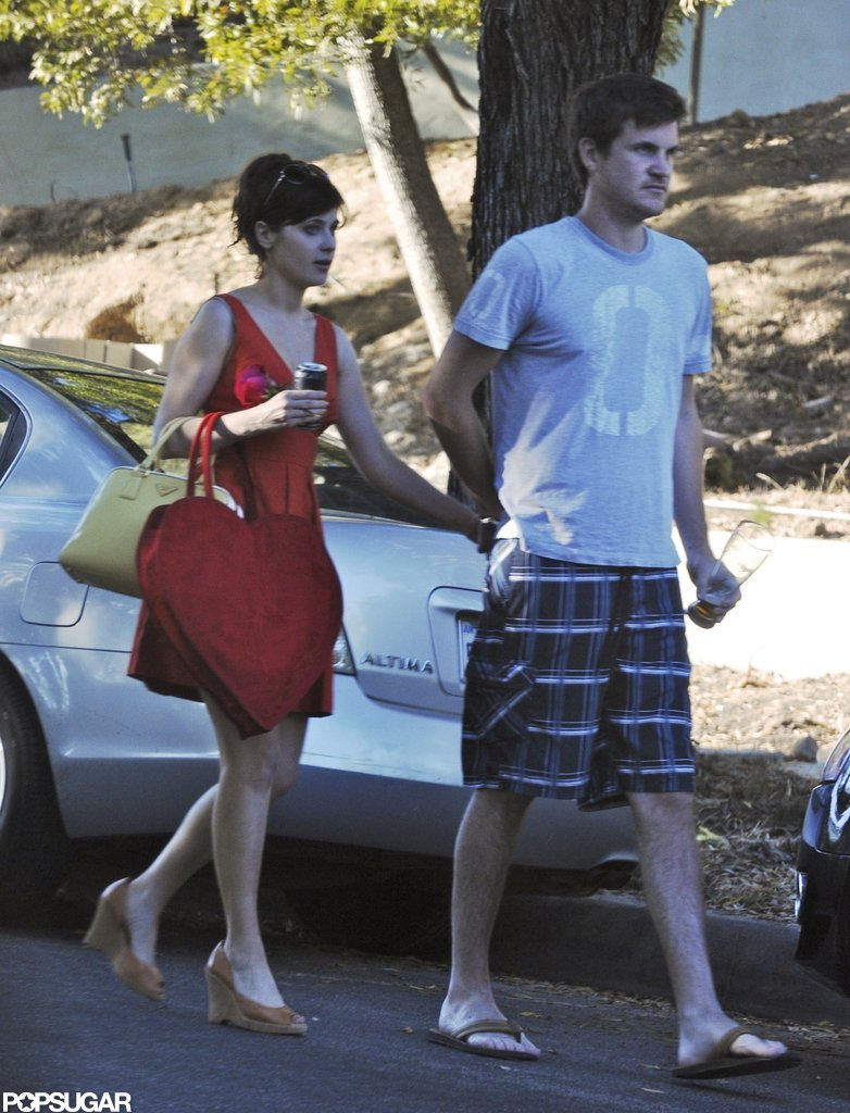 Zooey Deschanel held hands with boyfriend Jamie Linden.