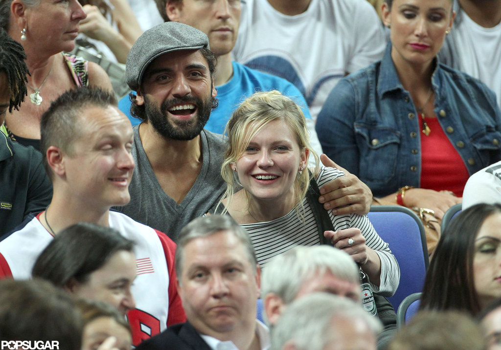 Kirsten Dunst and Oscar Issac got close during the game.