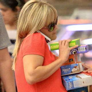Reese Witherspoon Shopping While Pregnant | Pictures