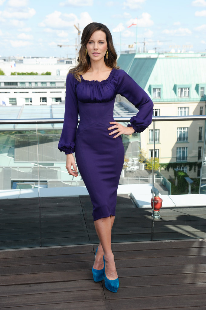 Kate Beckinsale posed with her hand on her hip at the Total Recall photocall in Berlin.