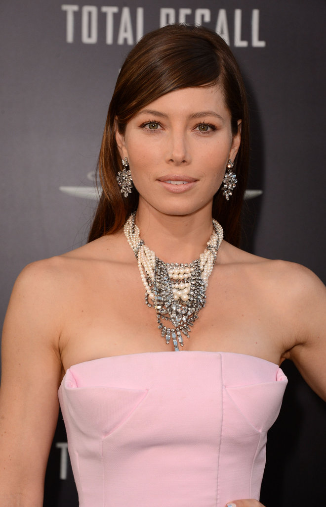 Are you a fan of Jessica's decadent Tom Binns necklace to offset her minimalist strapless neckline?