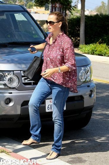 Jennifer Garner wore a floral top.