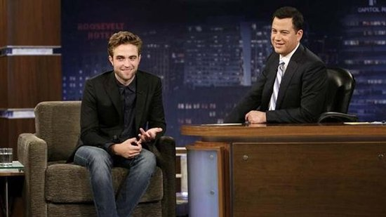 "Robert Pattinson Jokes About His Living Situation: ""I'm Homeless!"""