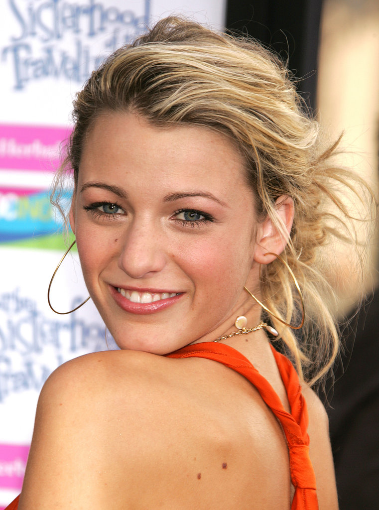 The actress gorgeously paired a soft, tangerine makeup look with a soft, textured updo at the 2005 premiere of The Sisterhood of the Traveling Pants.