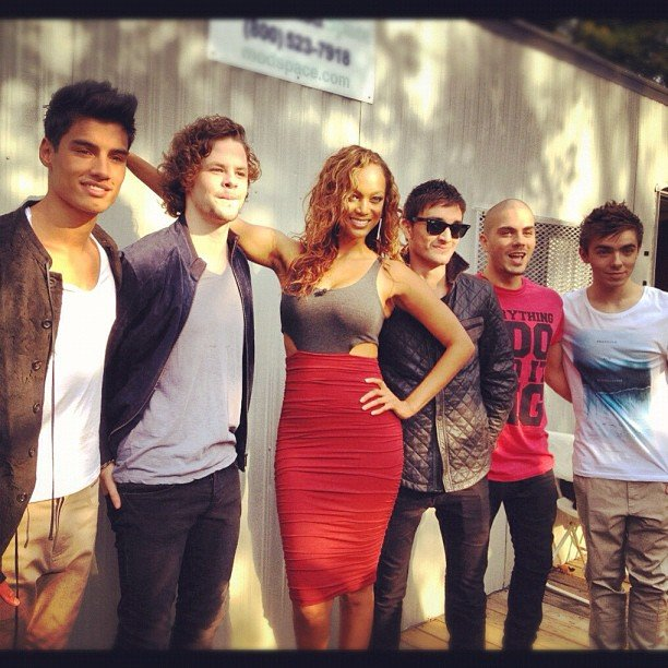 Tyra Banks posed amid the British band The Wanted. Source: Instagram user tyrabanks