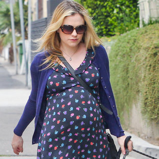 Anna Paquin Shows Baby Bump | Pictures