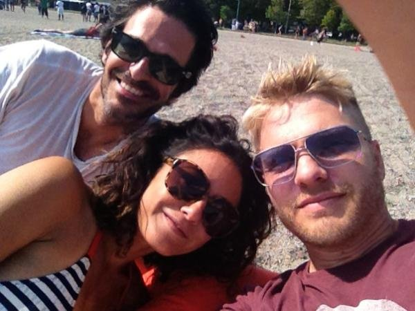 Emmanuelle Chriqui met up with friends in the sand.  Source: Twitter User echriqui