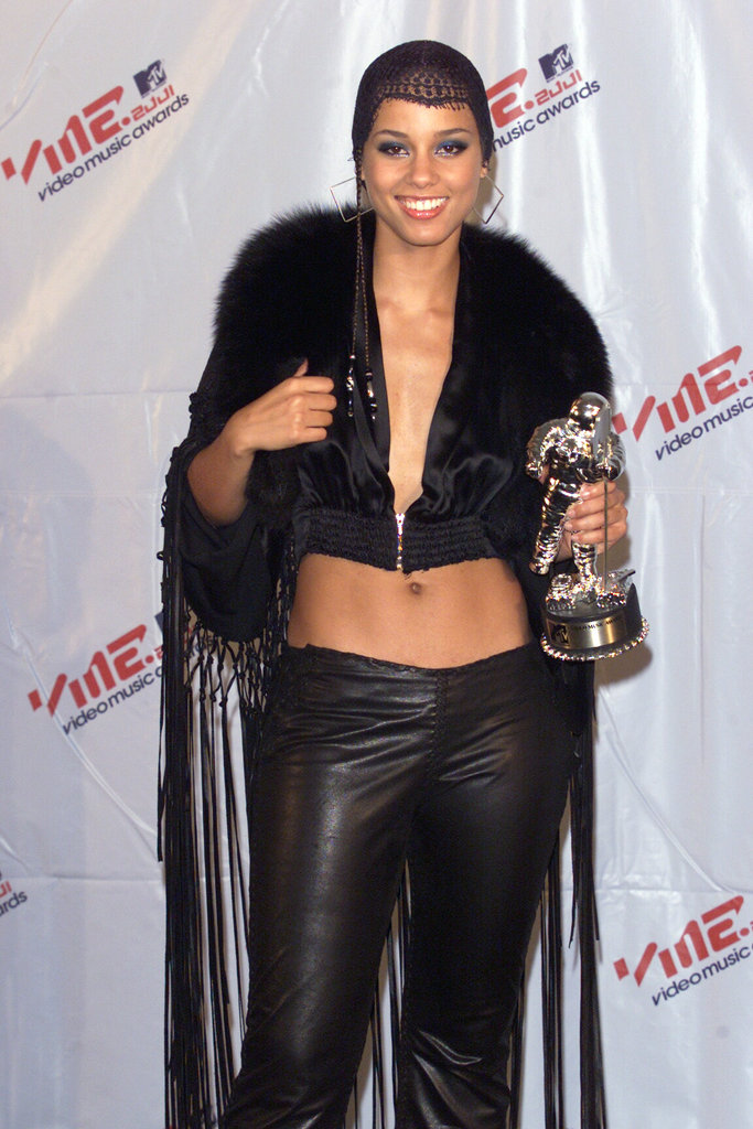 Alicia Keys showed off her Moonman and her midriff at the 2001 VMAs.