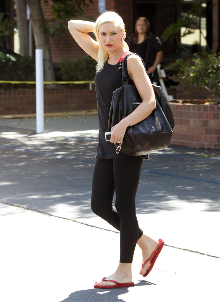 Gwen Stefani carried a black purse.