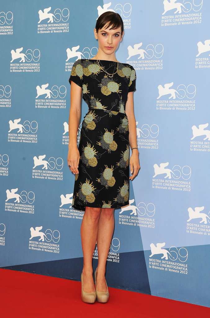 Screenwriter Hallie Elizabeth Newton attended the At Any Price photocall in a boatneck-style printed dress and nude pumps.