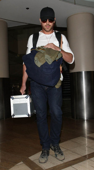 Ryan Gosling carried his luggage through LAX.