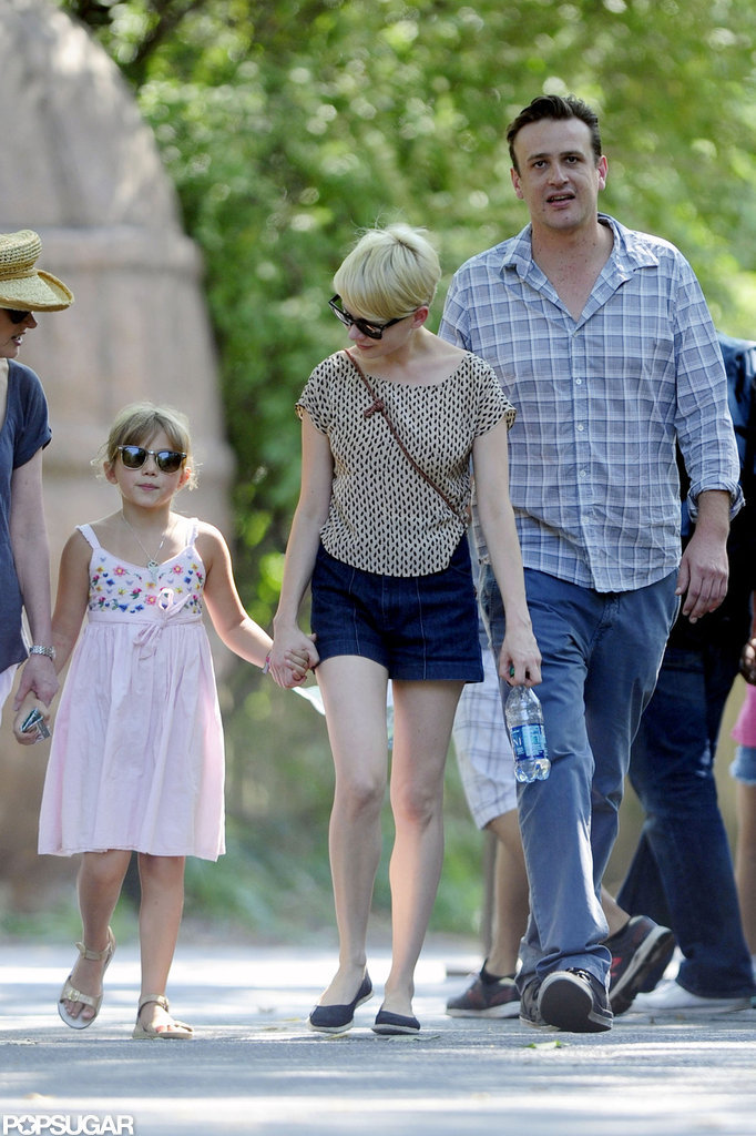 Michelle Williams held Matilda's hand at the zoo with Jason Segel.